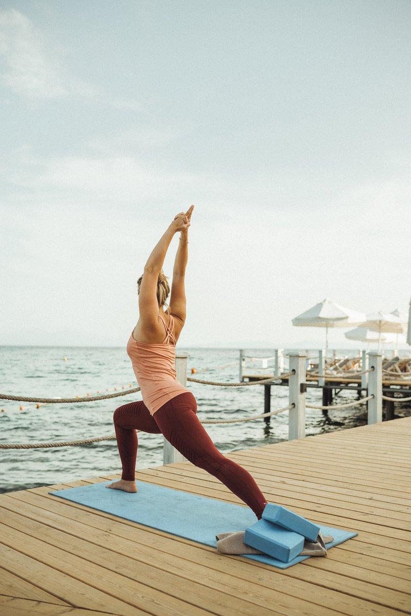 yoga in Club Marvy aan de Mar Fitness Beach