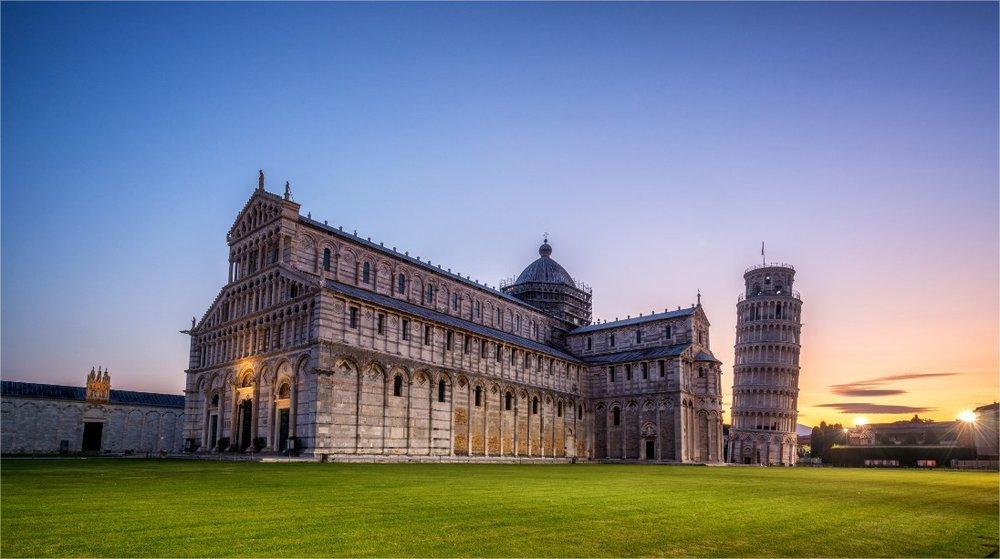 De toren van Pisa recht zijn rug