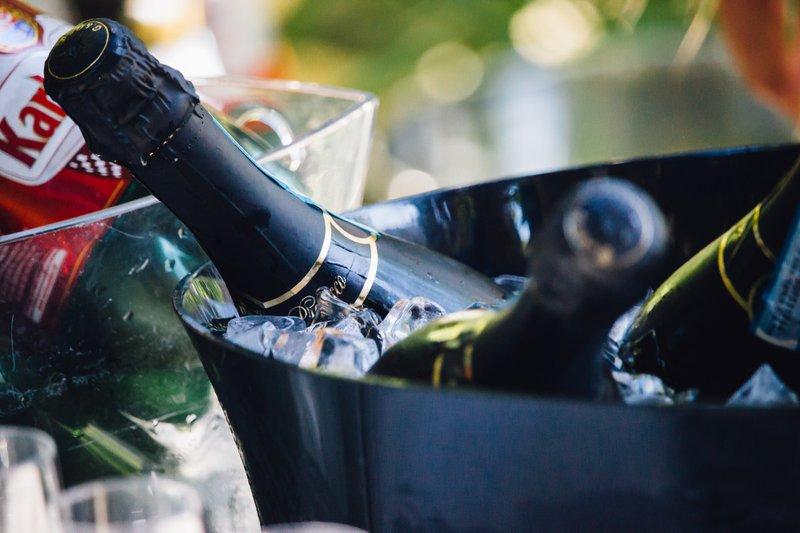 Wine%20on%20ice%20in%20close