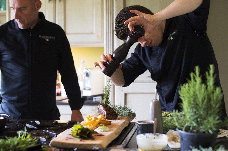 Food In Style. Hippe foodtrucks met een divers aanbod volledig gepersonaliseerd naar jouw wens en met een karaktervolle oude stijl. -House of Weddings
