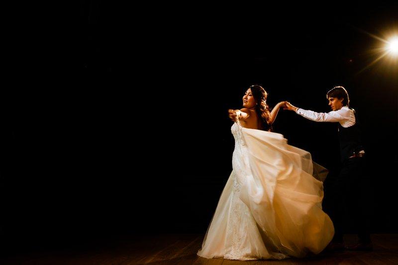 Koppel - Dansen - Bruidsjurk - Trouwjurk - Openingsdans - Muziek voor een openingsdans - House of Weddings