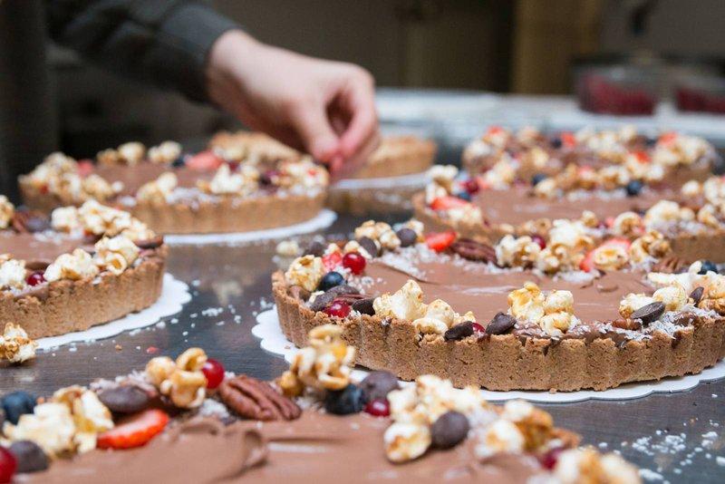 gezonde chocoladetaart met fruit, guiltfree - Madam Bakster - House of Weddings