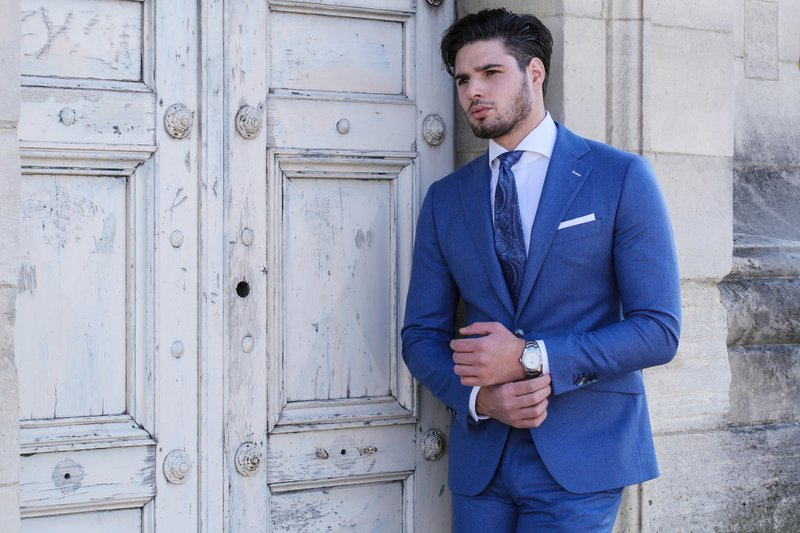 man, blauw kostuum, blauwe das, bruidegom   - Taken Bruidegom - House of Wedding