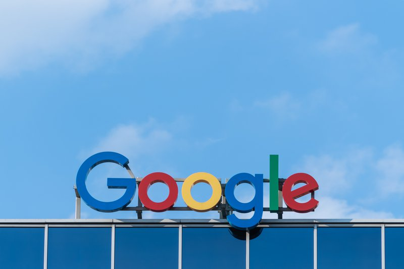 Google mounted a new logo on its building, designed to attract more small business customers.