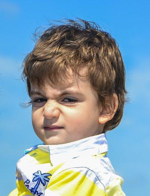 petit garçon en colère