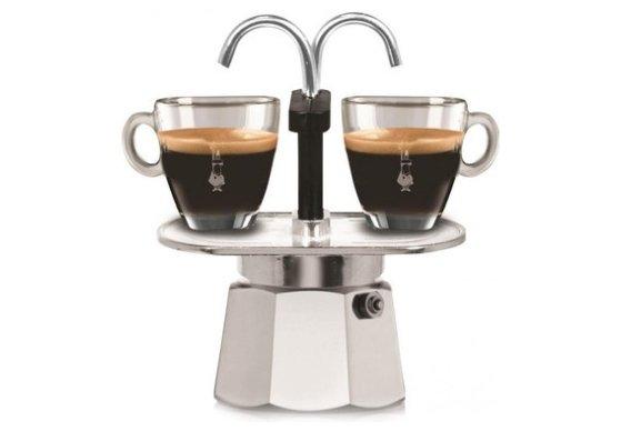 secret santa met familie koffiezet voor twee