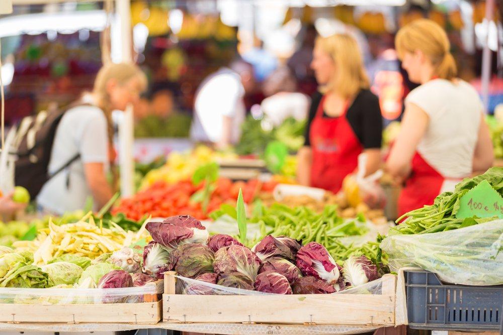 Wekelijkse zaterdagmarkt in centrum van Aalst